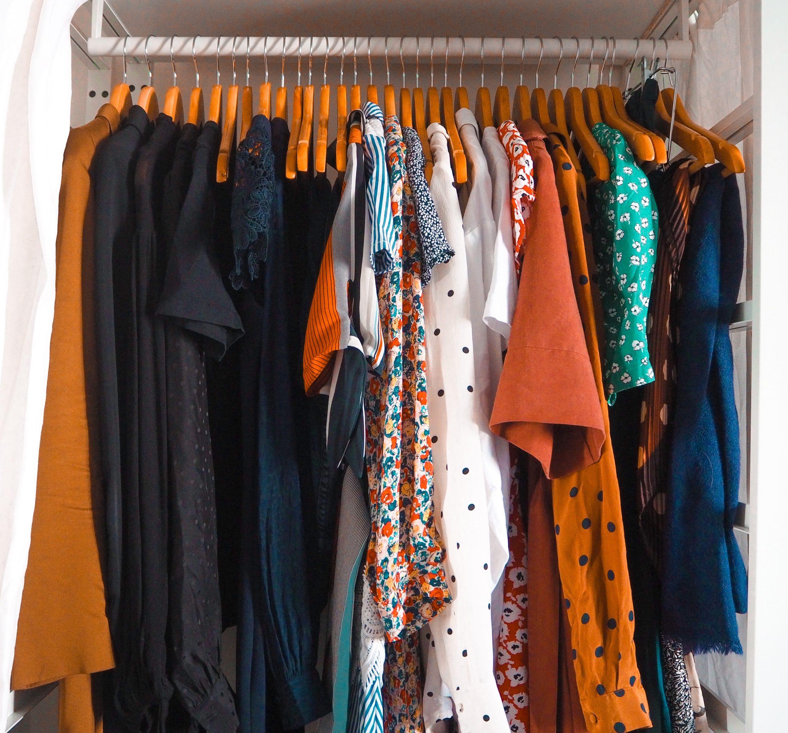 Comment j'ai créé ma capsule wardrobe, capsule wardrobe, minimalisme, déconsommation